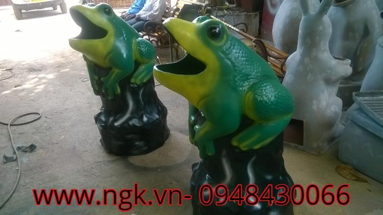 con ếch thùng rác đáng yêu