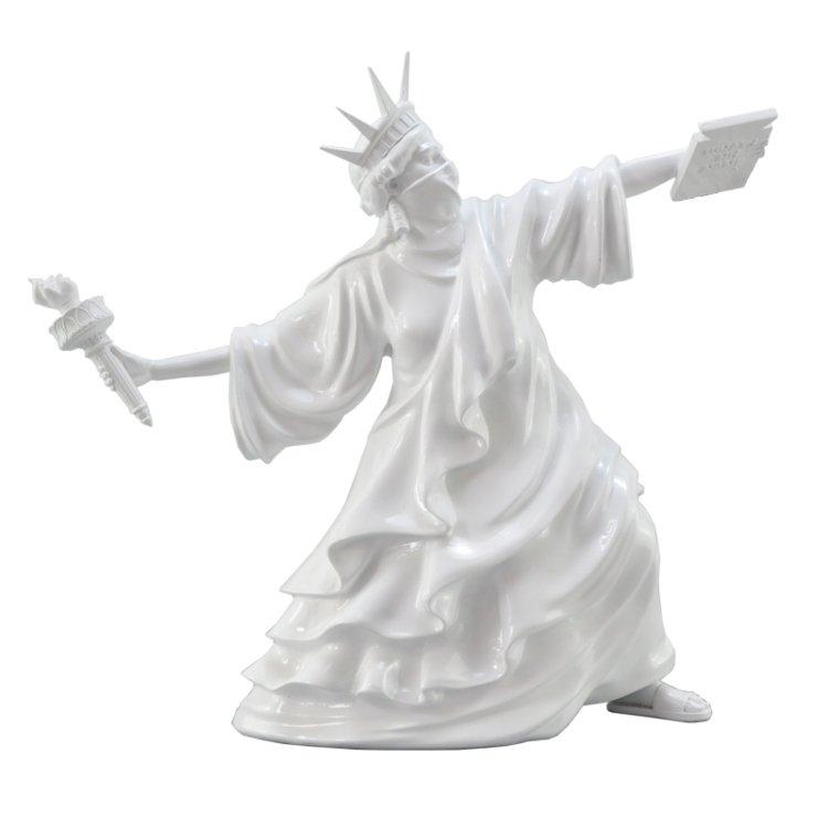 Tượng điêu khắc hình người ném đuốc composite cao cấp